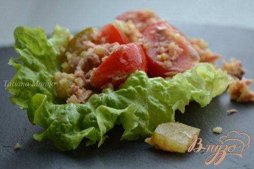 Салат с булгуром, тунцом и томатами