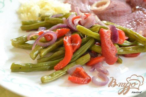 Зеленая фасоль с  красным перцем