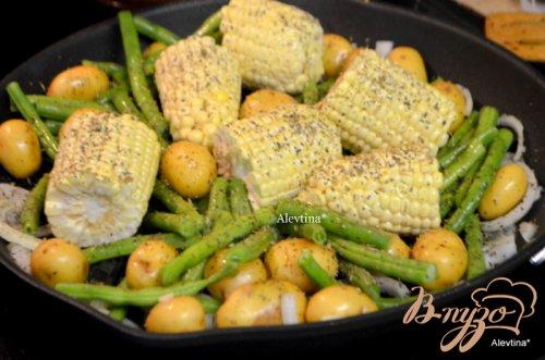 Картофель с кукурузой и зеленой фасолью
