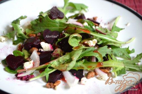 Салат руккола со свеклой и сыром