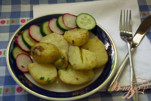 Молодая картошка в сковородке