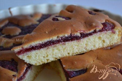 Пирог с вишневой прослойкой