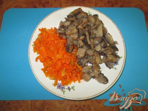 Салат с грибами, курицей и яйцом