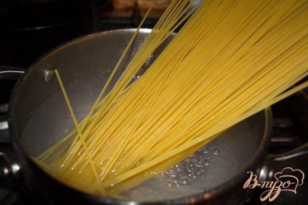 Спагетти с тунцом и зеленым луком