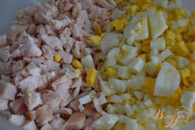 Оладьи с копченой курятиной и яйцом