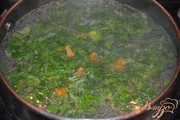 Нежный бульон из курицы с яйцом и макаронами