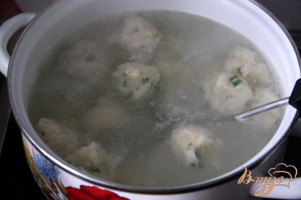 Томатный суп с травами и творожными шариками