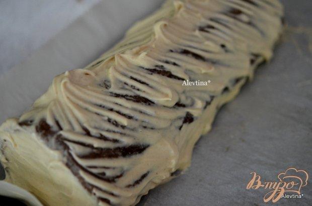 Шоколадный рулет с арахисовой начинкой