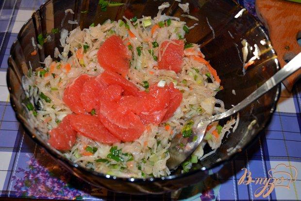 Зимний салат с квашеной капустой