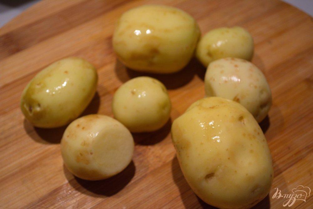 Фото приготовление рецепта: Драники из молодой картошки с рубленной курицей шаг №1