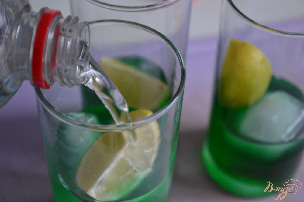 Фото приготовление рецепта: Мятный напиток с ромом шаг №3