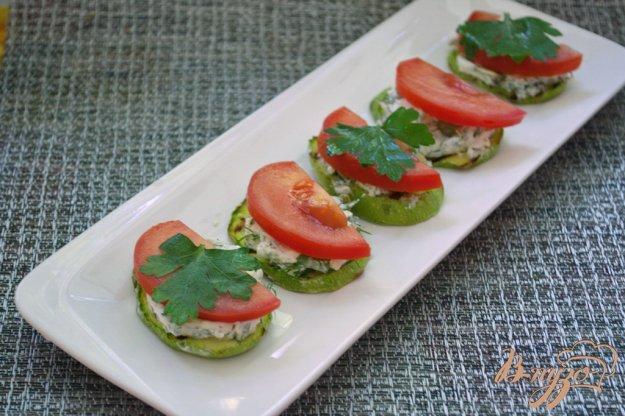 Рецепт Закусочные кабачки с фетой, тыквенными семечками и помидором