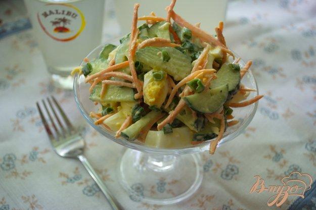 фото рецепта: Салат с морковью и огурчиком