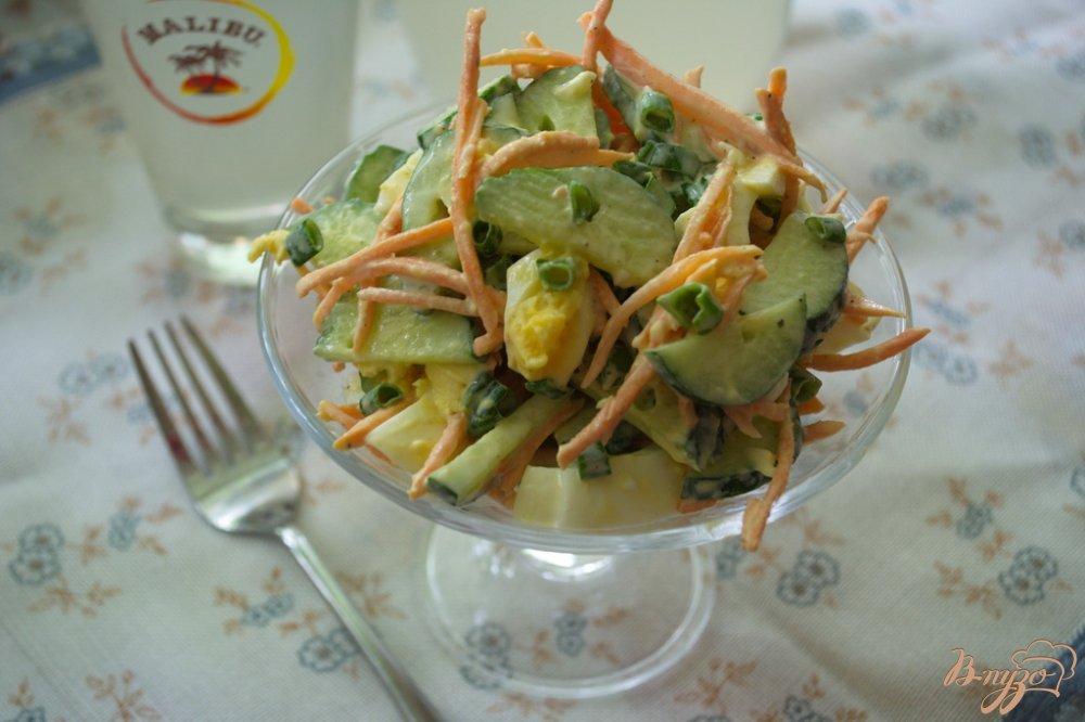 Фото приготовление рецепта: Салат с морковью и огурчиком шаг №5