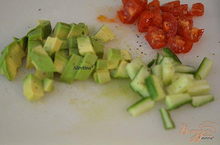 Фото приготовление рецепта: Гаспачо с авокадо шаг №4