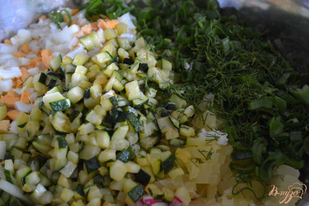 Фото приготовление рецепта: Овощная окрошка с цукини шаг №4