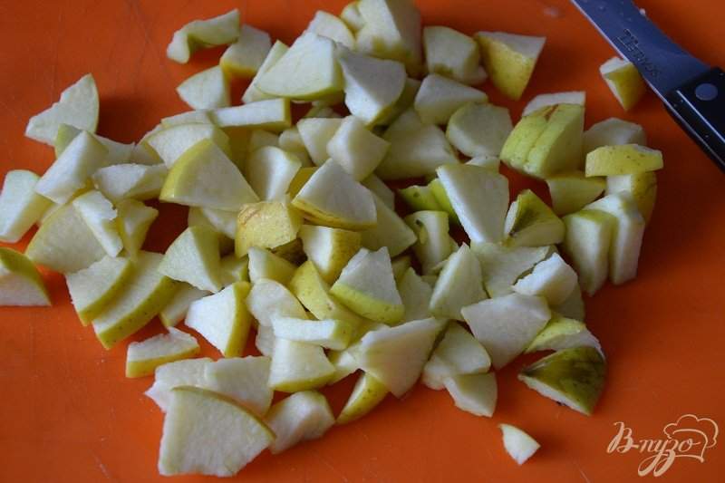 Фото приготовление рецепта: Яблочные слойки шаг №2