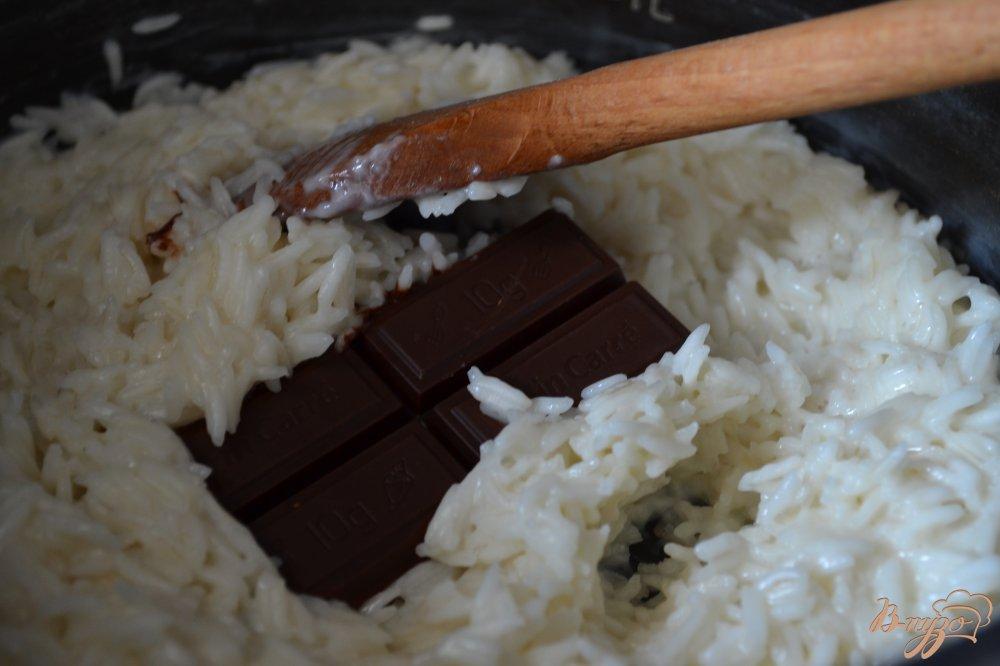 Фото приготовление рецепта: Рисовая каша с шоколадом и бананами шаг №2