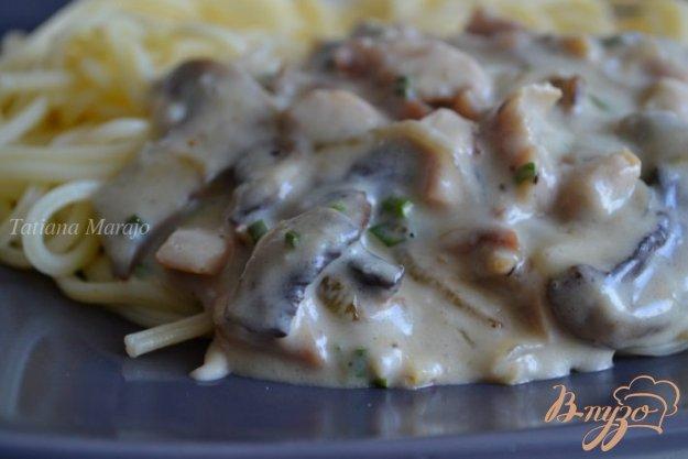фото рецепта: Соус к пасте из копченой курицы с шампиньонами
