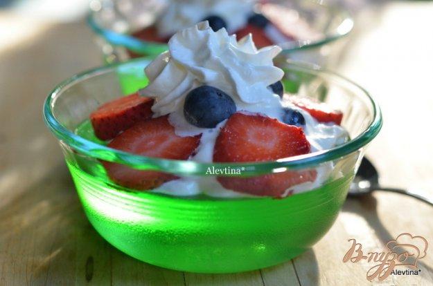 Рецепт Десерт с желе и ягодами