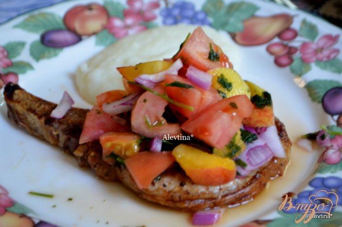 Фото приготовление рецепта: Свиные отбивные с персиковой сальсой шаг №3