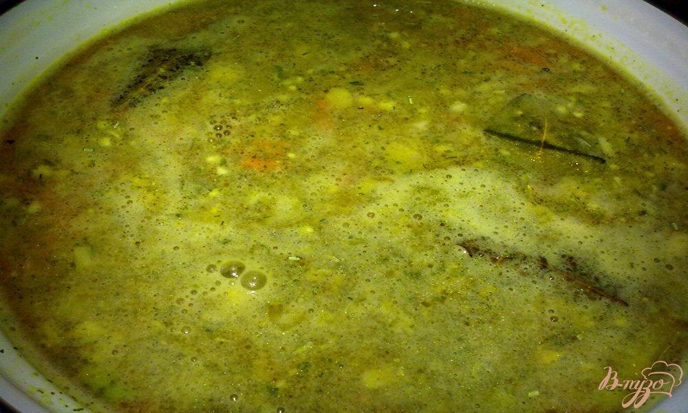 Фото приготовление рецепта: Простой куриный суп с рисом шаг №7