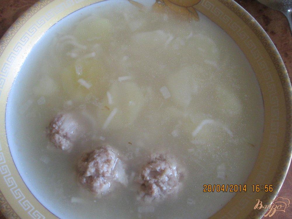 Фото приготовление рецепта: Картофельный суп с фрикадельками шаг №4