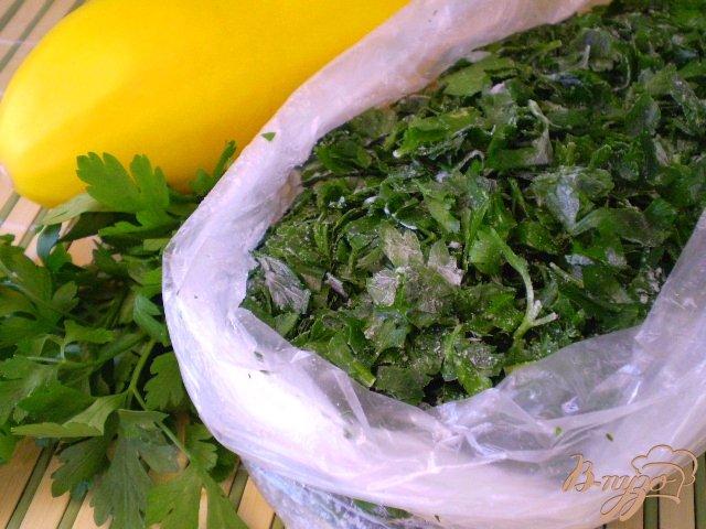 Фото приготовление рецепта: Заготовка зелени на зиму шаг №8