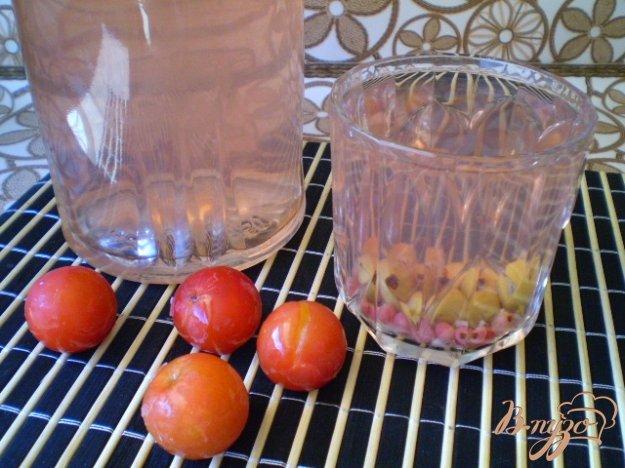 Рецепт Компот из крыжовника, смородины и красной алычи