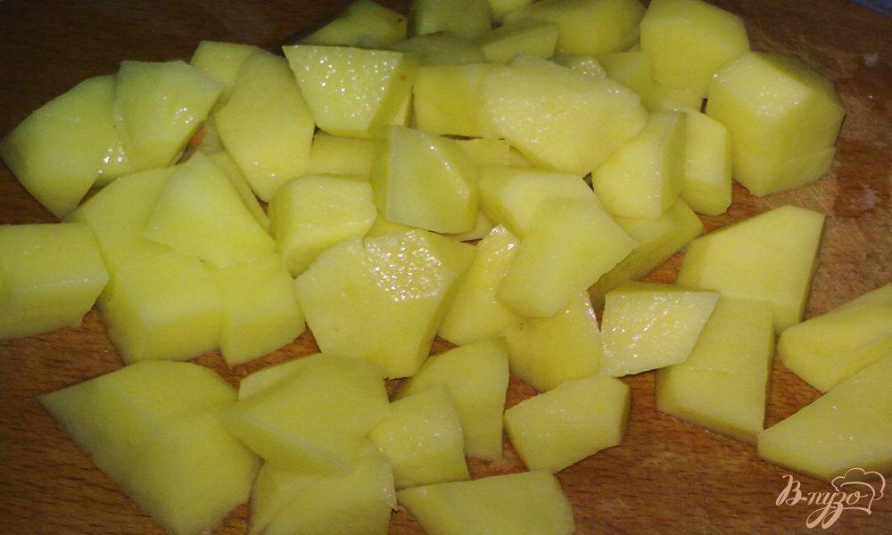 Фото приготовление рецепта: Куриный суп с яйцом шаг №2