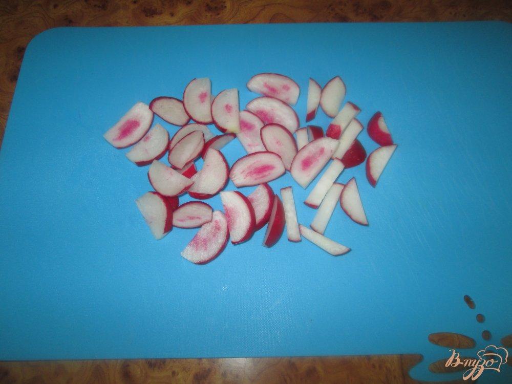 Фото приготовление рецепта: Салат со свеклой, редисом и огурцом шаг №1