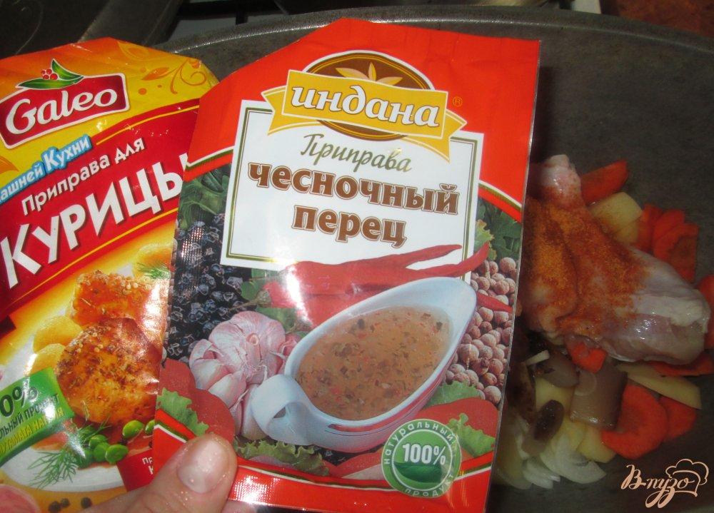 Фото приготовление рецепта: Картофель с курицей и грибами тушеные в казане шаг №5