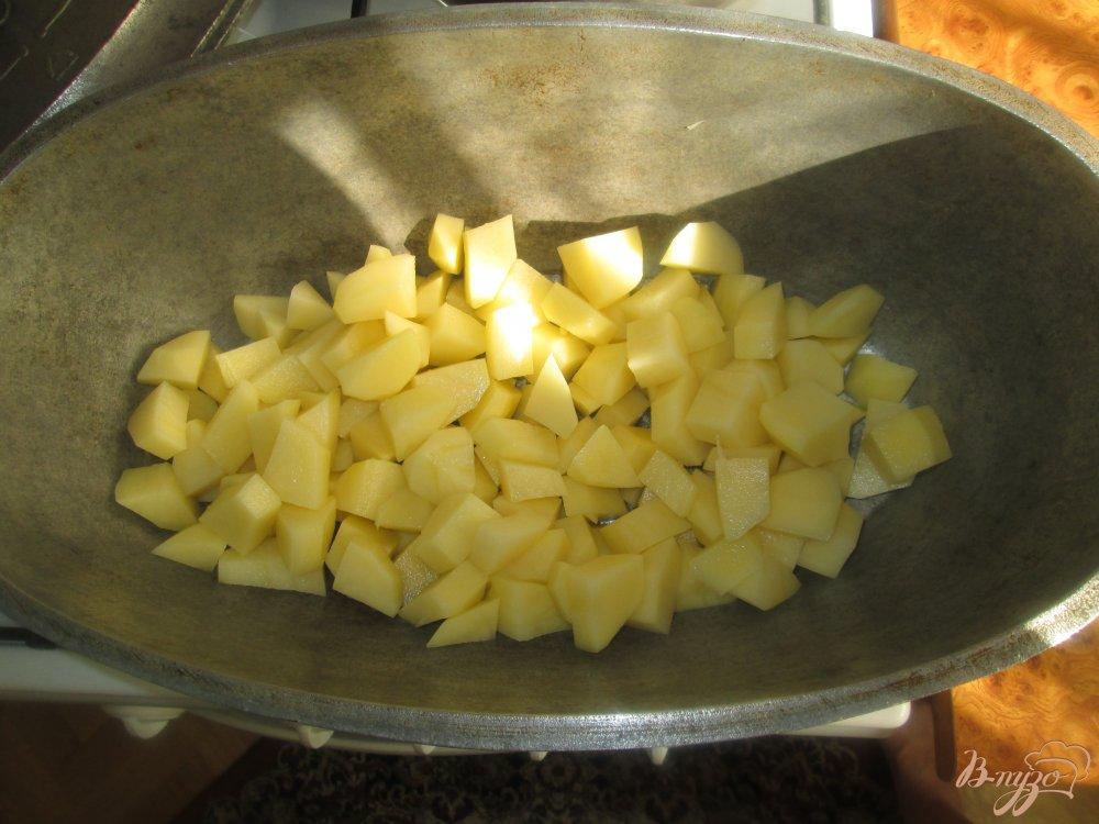 Фото приготовление рецепта: Картофель с курицей и грибами тушеные в казане шаг №1