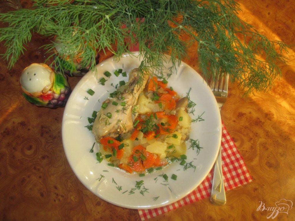 Фото приготовление рецепта: Картофель с курицей и грибами тушеные в казане шаг №8