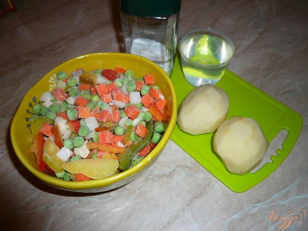 Фото приготовление рецепта: Овощная смесь с картофелем шаг №1