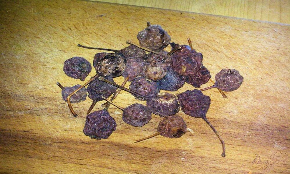 Фото приготовление рецепта: Компот из сушеных груши  и шиповника шаг №1