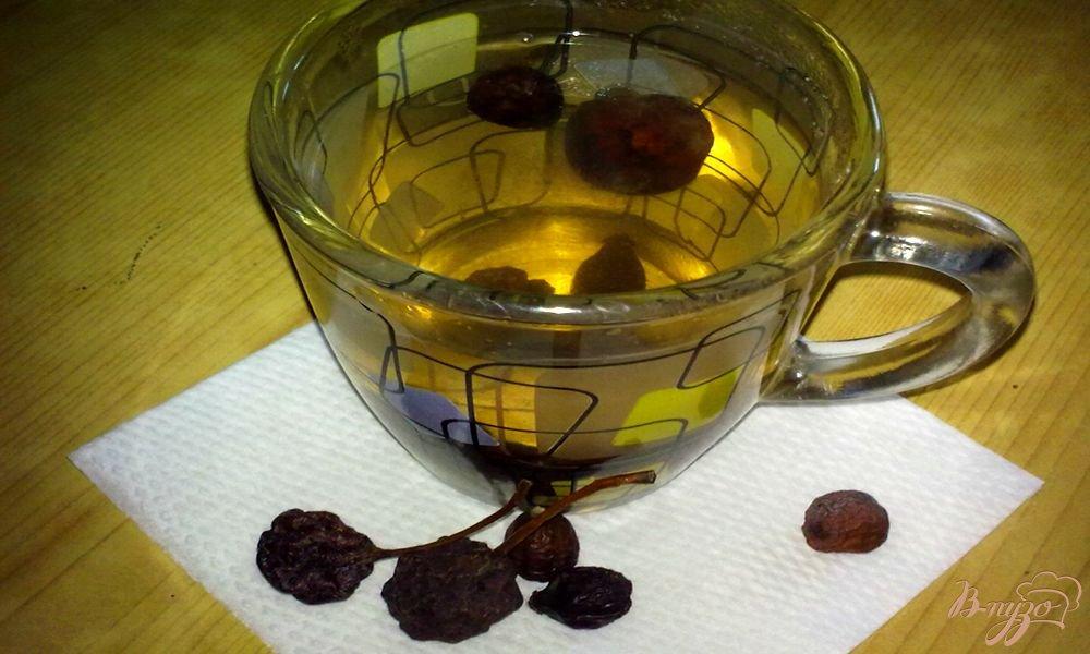 Фото приготовление рецепта: Компот из сушеных груши  и шиповника шаг №5