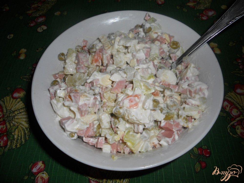 Фото приготовление рецепта: Салат зимний с сельдереем шаг №8