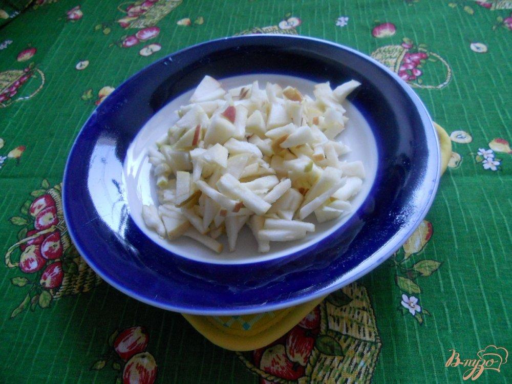 Фото приготовление рецепта: Салат зимний с сельдереем шаг №3