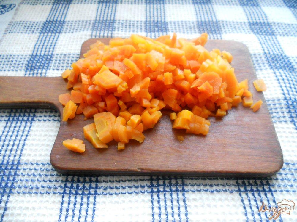 Фото приготовление рецепта: Весенний слоеный салатик шаг №4