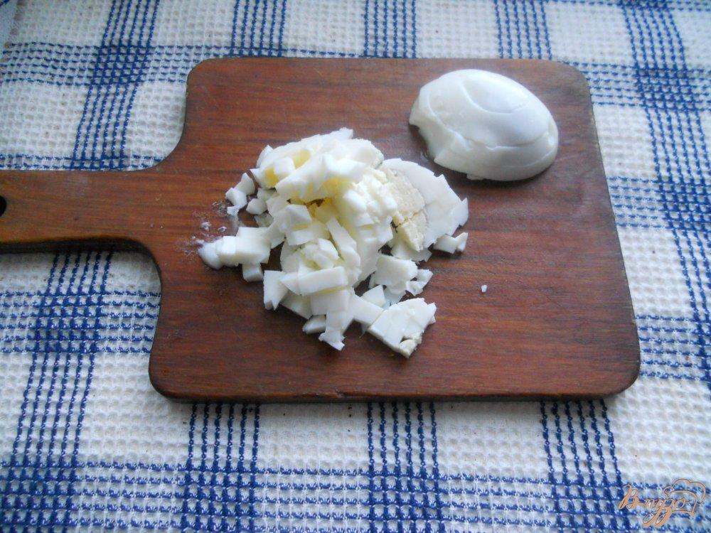 Фото приготовление рецепта: Весенний слоеный салатик шаг №7