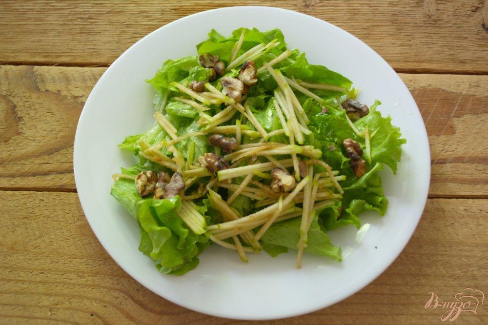 Фото приготовление рецепта: Сочный салат с голубым сыром и курицей шаг №2