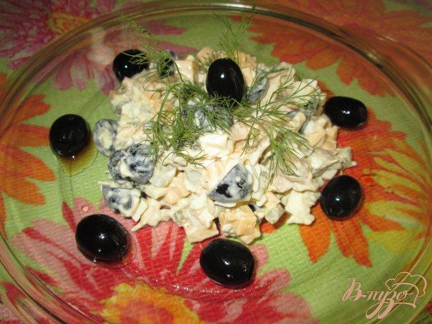 Рецепт Салат с курицей, сыром и оливками