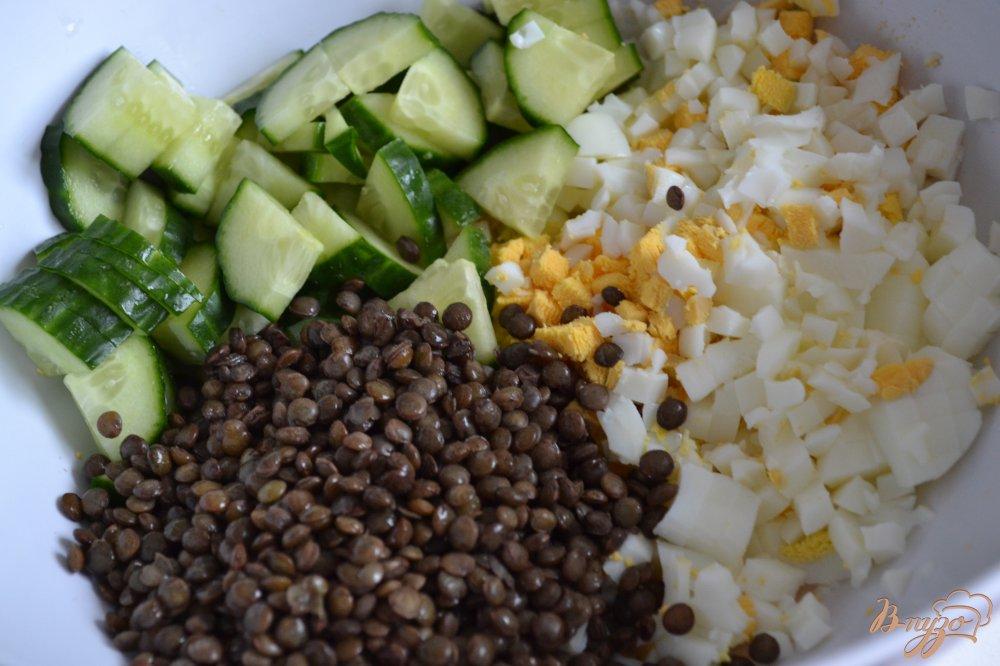 Фото приготовление рецепта: Яичный салат с чечевицей шаг №2