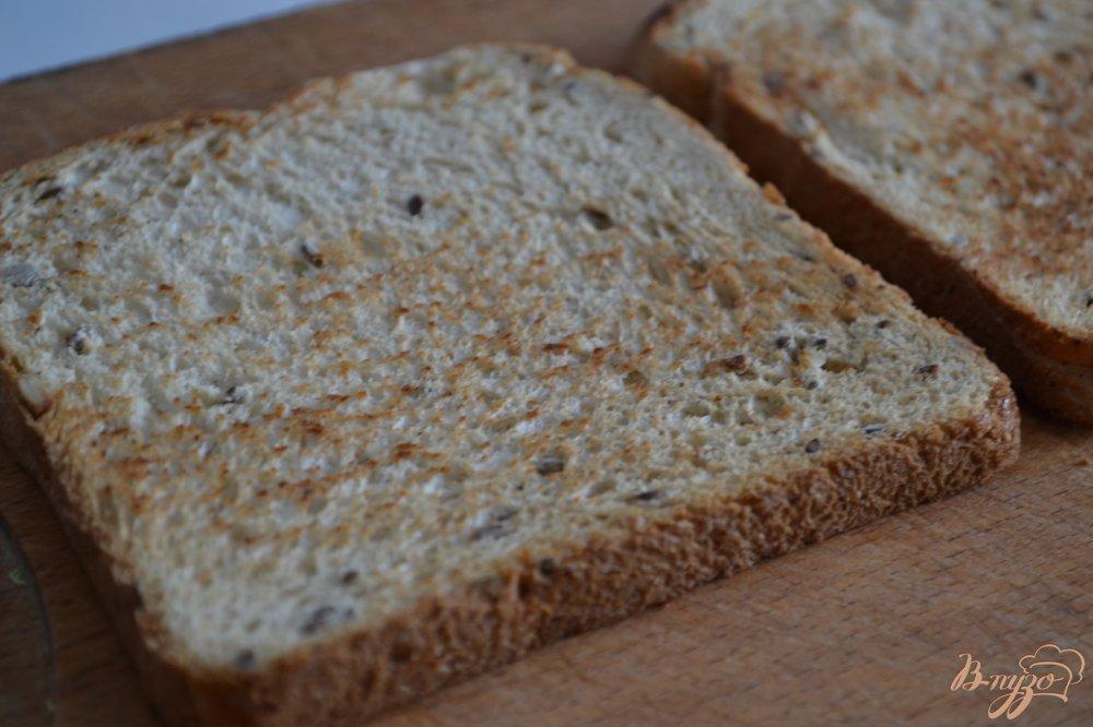 Фото приготовление рецепта: Хлебные тосты с яичницей шаг №1