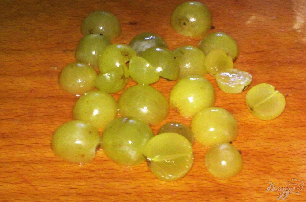 Фото приготовление рецепта: Компот из винограда и никтарина шаг №3