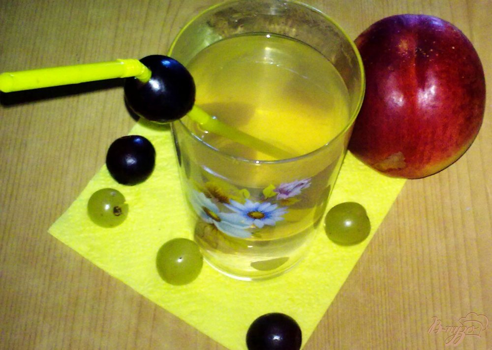 Фото приготовление рецепта: Компот из винограда и никтарина шаг №4