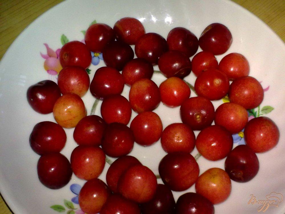 Фото приготовление рецепта: Компот из ягод и кумквата шаг №2