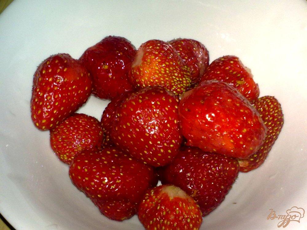 Фото приготовление рецепта: Компот из ягод и кумквата шаг №3