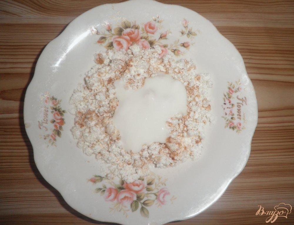 Фото приготовление рецепта: Десерт Персиковое наслаждение с творогом и шоколадом шаг №2